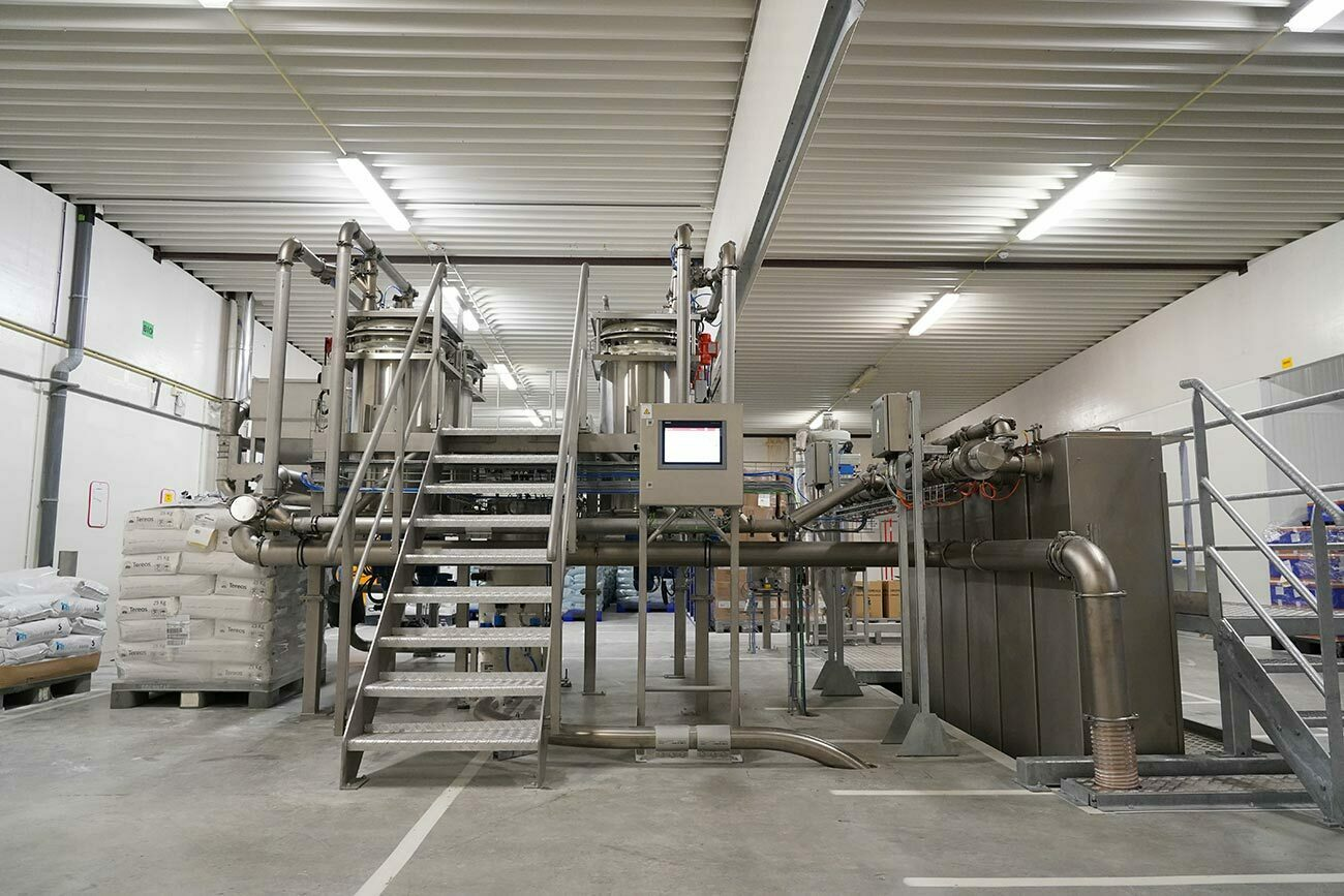 Climate-controlled tanks, transportation pipes, weighing and dosing equipment, and mixers are controlled by a fully configurable recipe management and production control system.